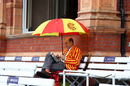 An MCC member takes an early lunch as the rain falls, 1st LV= Insurance Test, England vs New Zealand, 3rd day, Lord's, June 4, 2021
