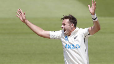 Tim Southee appeals for lbw