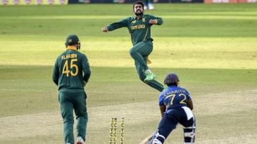 Tabraiz Shamsi takes to the air