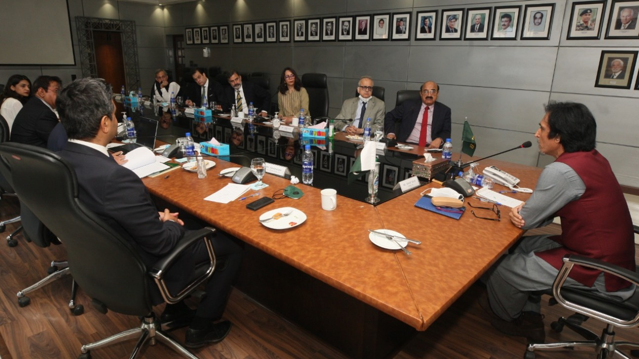 Ramiz Raja addresses the PCB's board of governors
