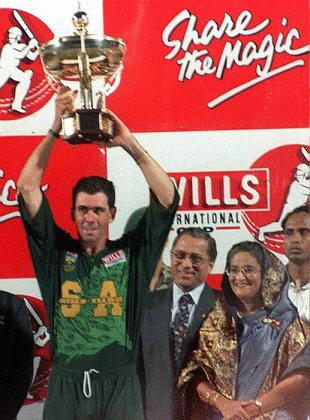 Cronje lifts the cup