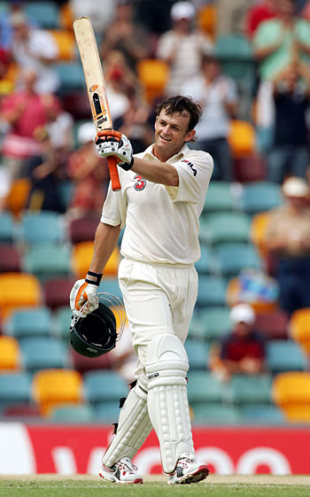 Adam Gilchrist reaches his hundred, Australia v New Zealand, 1st Test, Brisbane, November 20, 2004