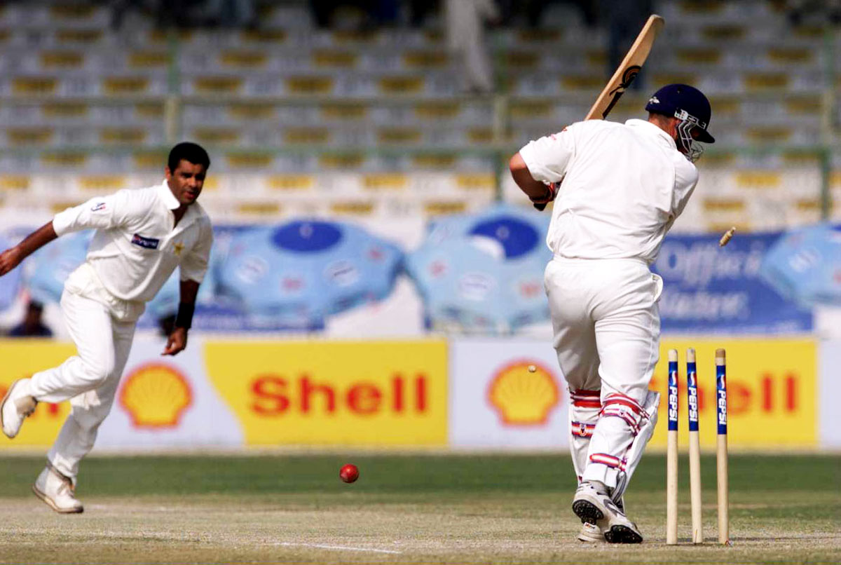 Waqar Younis' four-for gave Pakistan a slim 17-run lead in the first innings