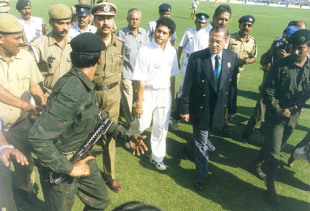 Tendulkar, Dalmiya and the Police officials quietening the crowd