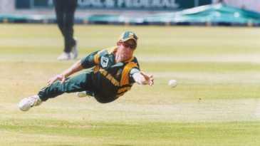 Jonty Rhodes in action against Sri Lanka