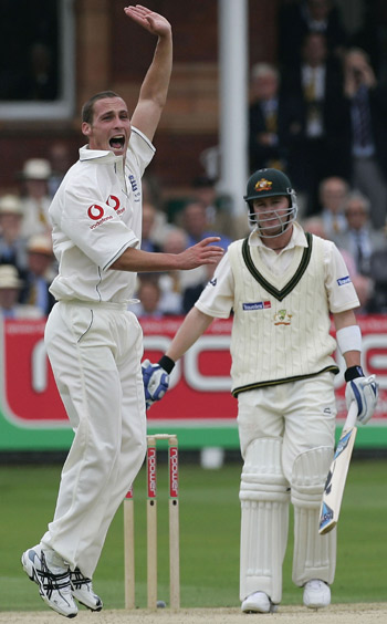 Simon Jones appeals for the wicket of Michael Clarke