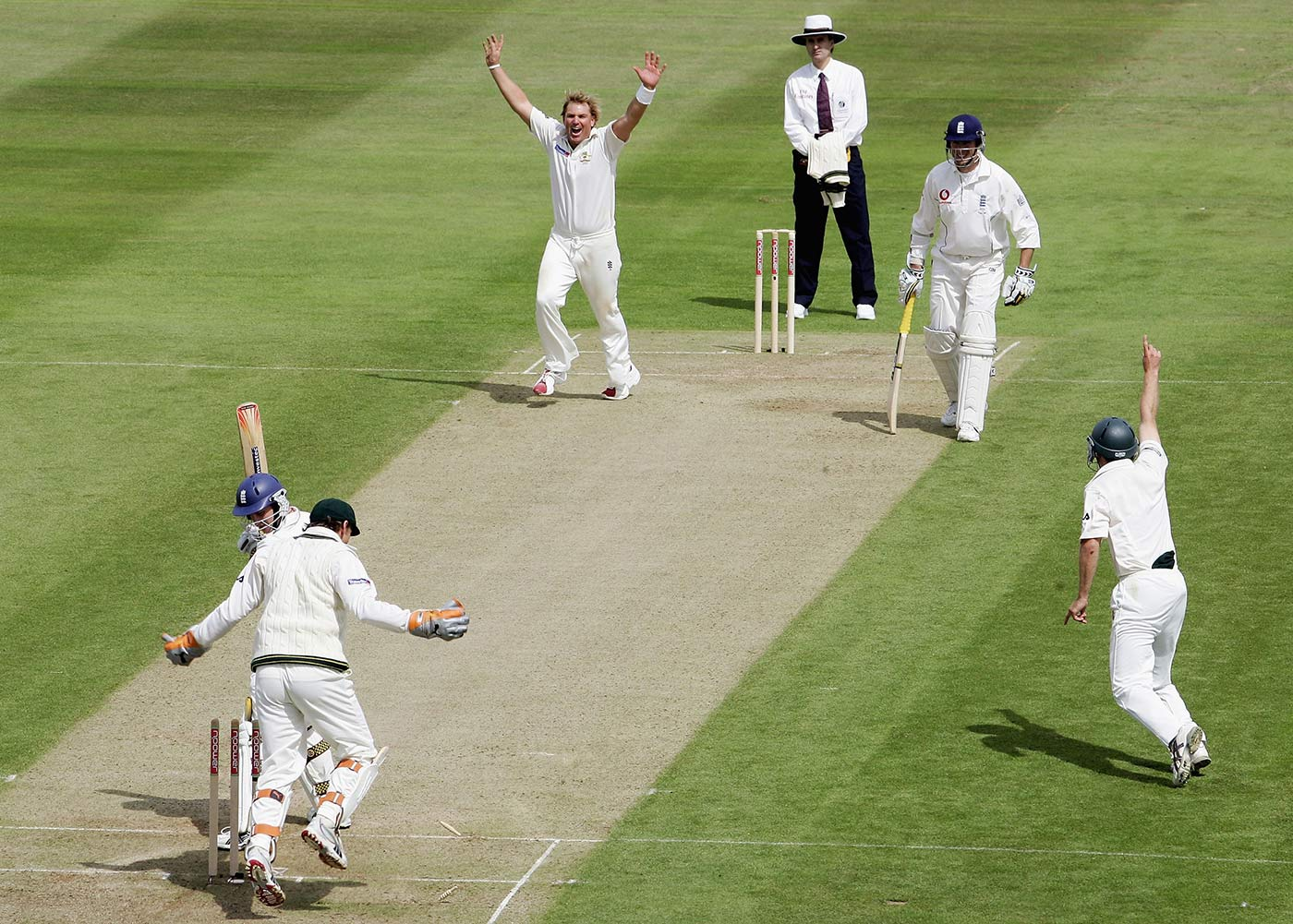 Shane Warne bowls Andrew Strauss with lunch approaching