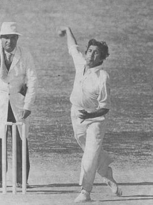 Abdul Qadir bowls during the third Test against England, Pakistan v England, Karachi, January 18, 1978