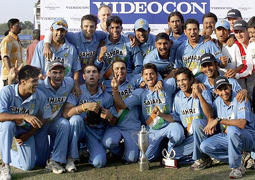 The victorious Indian team with the trophy | Cricket Photo ...