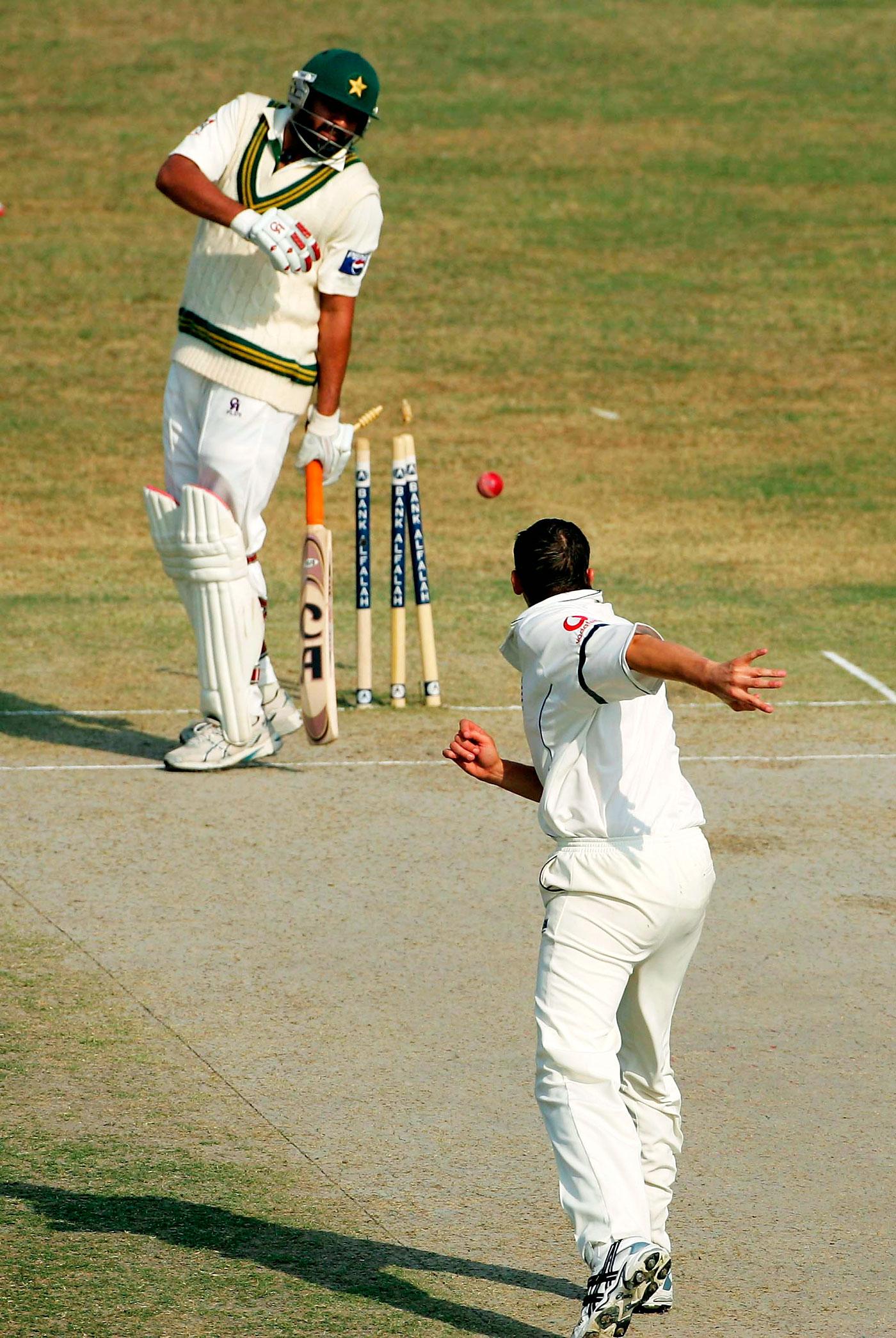 Hips don't lie: Steve Harmison's throw finds Inzamam in an unnaturally frisky posture, Faisalabad 2005