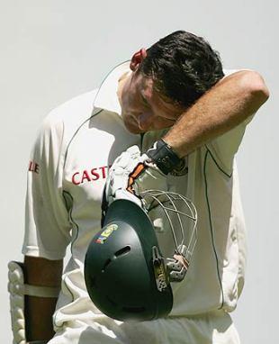 Graeme Smith departs for 22, Australia v South Africa, 2nd Test, Melbourne, 2nd day, December 27, 2005