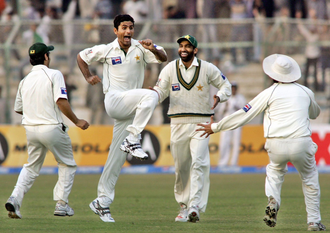 Abdul Razzaq is not shy of showing his excitement to the rest of his team-mates, Pakistan v India, 3rd Test, 1st day, Karachi, January 29 2006