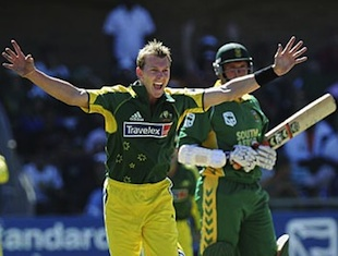 Brett Lee appeals and Graeme Smith is out caught behind, South Africa v Australia, 3rd ODI, Port Elizabeth, March 5, 2006