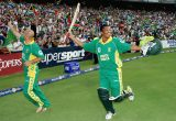 Makhaya Ntini and Herschelle Gibbs lap up the acclaim, South Africa v Australia, 5th ODI, Johannesburg, March 12, 2006