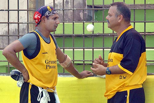 Dav Whatmore and Bashar discuss tactics ahead of India Clash.