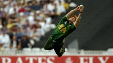 Jonty Rhodes takes an incredible flying catch