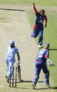 Isa Guha celebrates dismissing Reema Malhotra, England v india, 5th women's ODI, Southampton, August 25, 2006