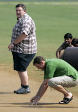 Tom Moody inspects the pitch while ICC grounds consultant Andy Atkinson looks on, Sri Lanka v New Zealand, 5th match, Champions Trophy, Mumbai, October 20, 2006