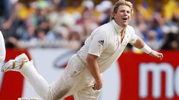 Shane Warne bowls on day three of his final MCG Test