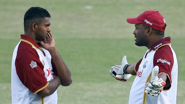 Brian Lara gets his point across to Shivnarine Chanderpaul