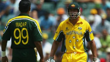 Andrew Symonds confronts Waqar Younis after he bowled two beamers at him