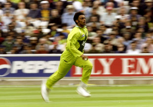 Shoaib Akhtar runs in during the semi-finals, 1st semi-final: New Zealand v Pakistan, World Cup, Manchester, June 16, 1999