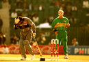 Allan Donald hits Sultan Zarawani on the head, South Africa v UAE, World Cup, Group B, Rawalpindi, February 16, 1996