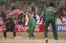 Daryll Cullinan hits Aamer Sohail over the top