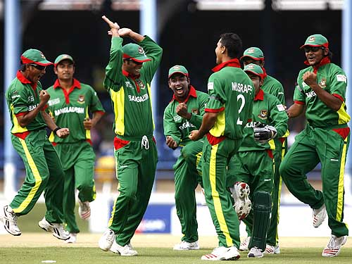 Bangladesh celebrates yet another Indian wicket at the WC 2007