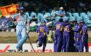 Rahul Dravid stands alone as the Indian innings falls apart around him
