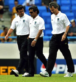 Umpires Aleem Dar, Asad Rauf and Billy Bowden walk down to inspect the pitch, Australia v Bangladesh, Super Eights, Antigua, March 31, 2007