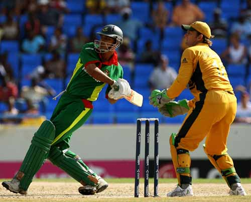 Mashrafee Mortaza giving a good fight during the first Super 8s match against Australia