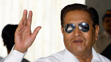 Chandu Borde arrives for the second session of the BCCI meeting