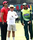 Wasim Akram talks to Talat Ali and Shoaib Malik at the Gaddafi Stadium, Lahore, May 13, 2007