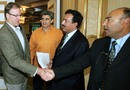 Geoff Lawson shakes hands with Mudassar Nazar after his interview for the Pakistan coaching job, Bhurban, June 18, 2007
