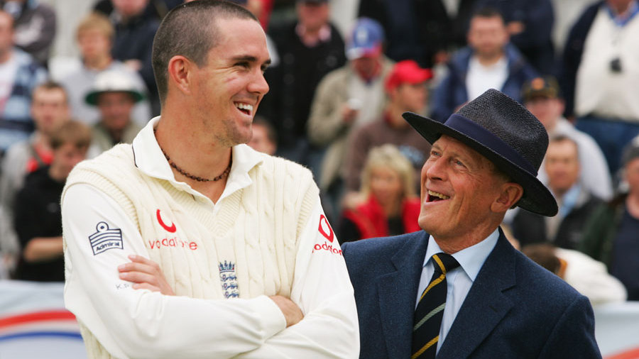 Kevin Pietersen and Geoffrey Boycott have a laugh during the post-match presentation