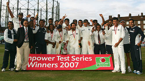 The victorious Indian team along with the support staff, England v India, 3rd Test, The Oval, 5th day, August 13, 2007