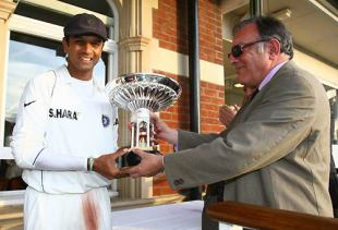 Rahul Dravid receives the Pataudi Trophy from Mansur Ali Khan Pataudi, England v India, 3rd Test, The Oval, 5th day, August 13, 2007