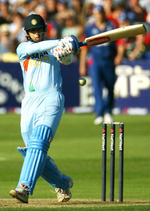 Rahul Dravid was in an aggressive mood during his stay at the crease , England v India, 2nd ODI, Bristol, August 24, 2007
