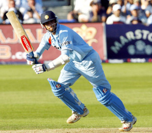Rahul Dravid's 92 off 63 balls helped India pile 93 runs in the last 10 overs, England v India, 2nd ODI, Bristol, August 24, 2007
