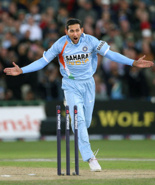 Ajit Agarkar is ecstatic after a wicket,  England v India, 4th ODI, Old Trafford, August 30, 2007
