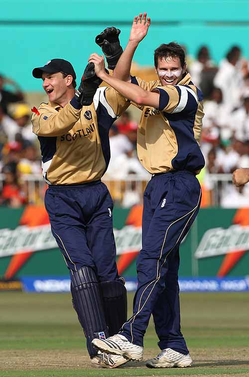 Craig Wright and Colin Smith celebrate the wicket of Shahid Afridi