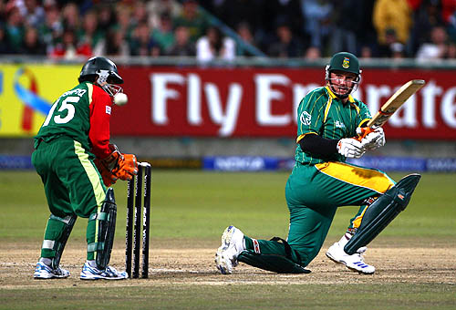 Graeme Smith uses the sweep shot against the spinners