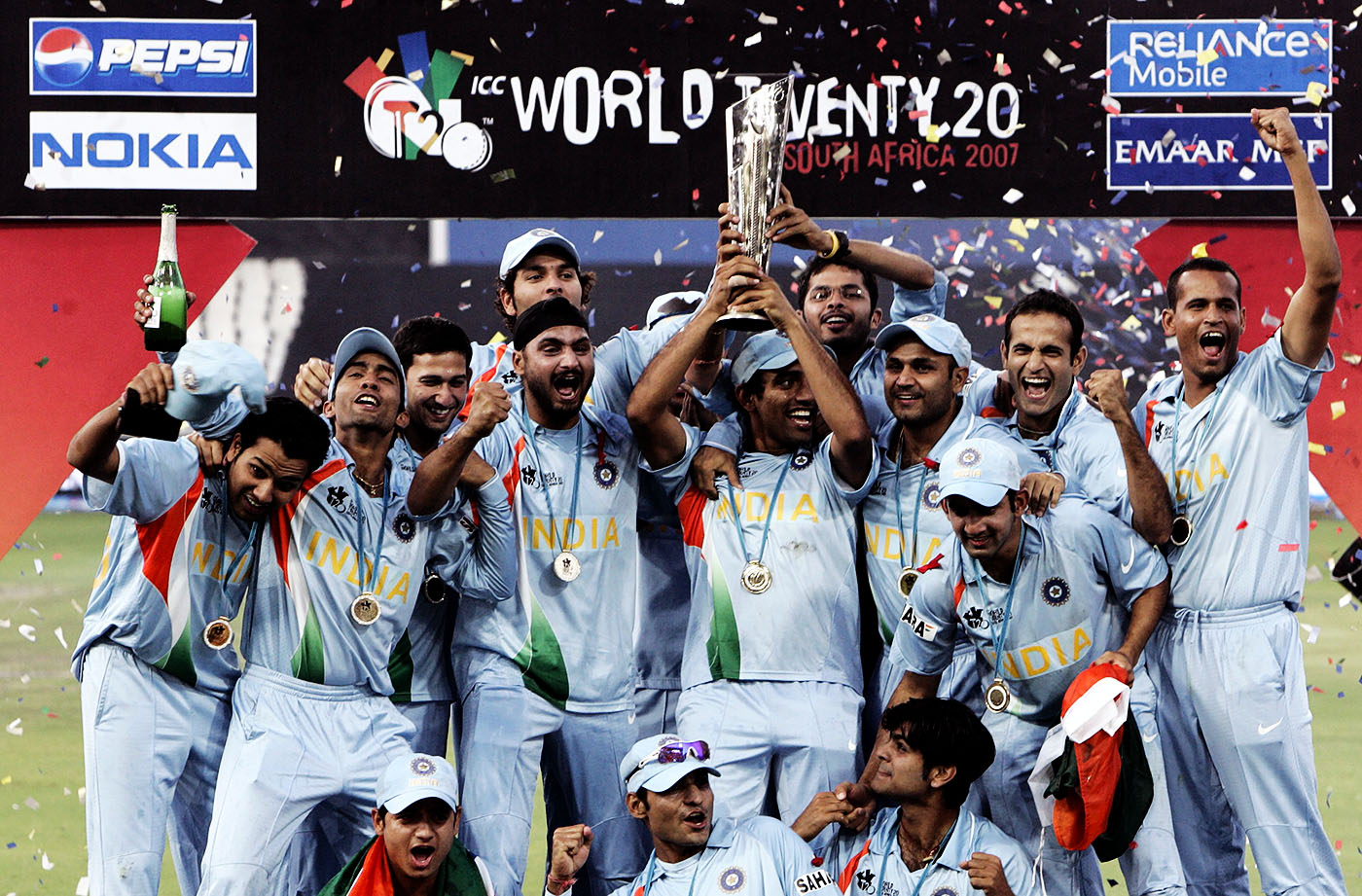 India lift the ICC World Twenty20 trophy at the end of a thrilling final against Pakistan • Sep 24, 2007 © AFP/Getty Images