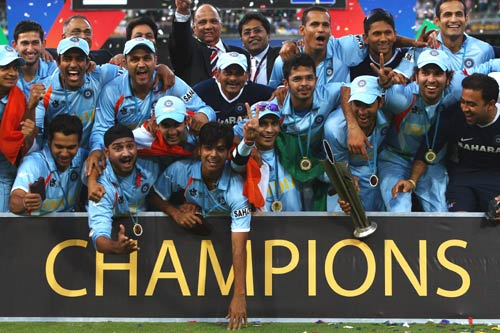 'Champions' - officially. The entire Indian team contingent joins in, India v Pakistan, ICC World Twenty20 final, Johannesburg, September 24, 2007