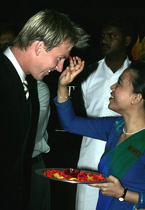 Brett Lee is warmly welcomed to Bangalore, September 26, 2007