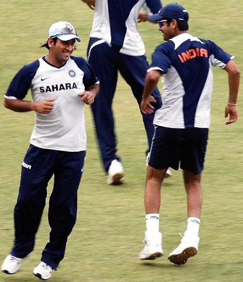 Mahendra Singh Dhoni and RP Singh enjoy and hop-and-step routine a day ahead of the first ODI, India v Australia ODI series, M Chinnaswamy Stadium, Bangalore, September 28, 2007