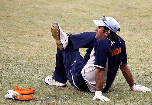 Mahendra Singh Dhoni takes a break during practice, India v Australia ODI series, M Chinnaswamy Stadium, Bangalore, September 28, 2007