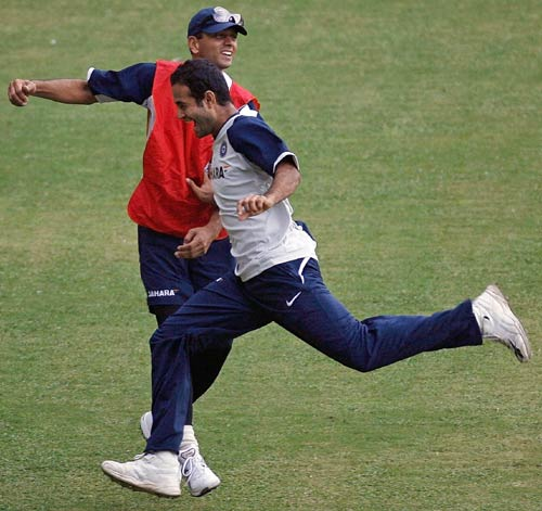 Rahul Dravid and Irfan Pathan play during a training session, India v Australia ODI series, M Chinnaswamy Stadium, Bangalore, September 28, 2007