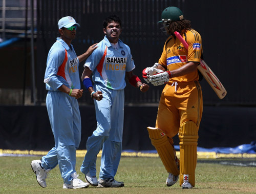 Rahul Dravid tries to calm a heated moment between Sreesanth and Andrew Symonds,